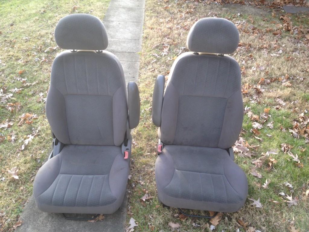 PT Cruiser seats